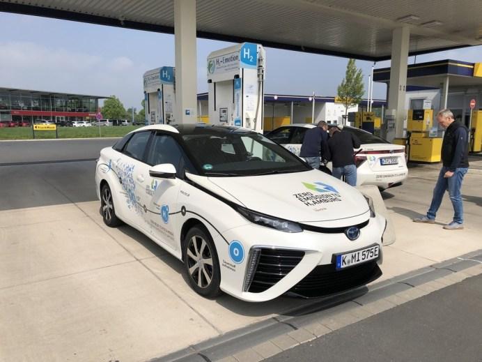 Toyota Mirai an der Wasserstoff-Tankstelle in Münster. Foto: Auto-Medienportal.Net