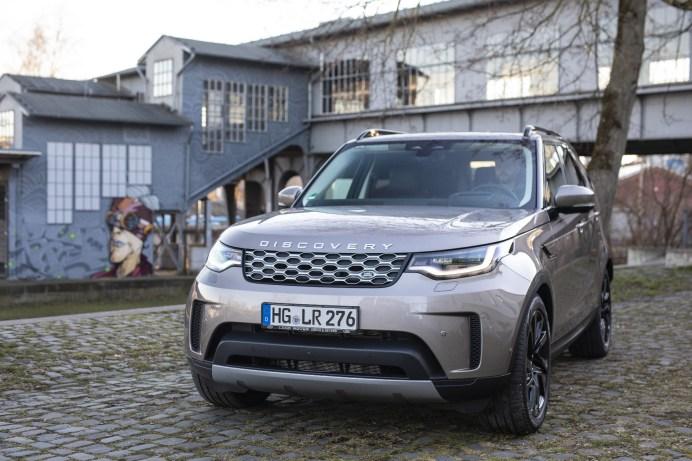 Die hochwertige Anmutung der Baureihe wird unter anderem bei den Matrix-LED-Scheinwerfern durch die Einstellmöglichkeit für Stadt, Land und Autobahn unterstrichen. © Land Rover