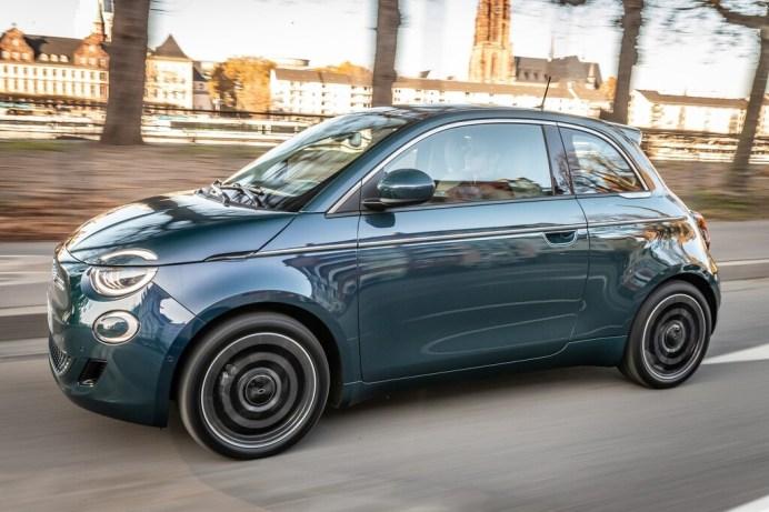 Der Fiat steht für 13 Monate zur Verfügung und beinhaltet 13.000 Kilometer Fahrleistung. Fiat 500e. © FCA