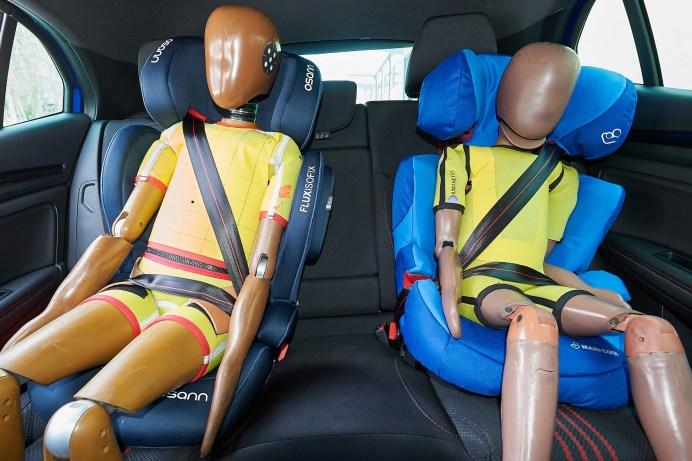 Der richtige Einbau von Kindersitzen im Auto ist entscheidend für die Sicherheit der Kleinsten im Falle eines Unfalls. © ADAC