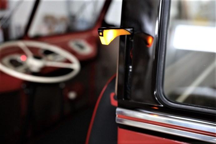 """VW Bulli """"Samba"""", bis 1960 waren die Blinker üblicherweise in Form von """"Winkern"""" in der B-Säule. Foto: Auto-Medienportal.Net/VWN"""