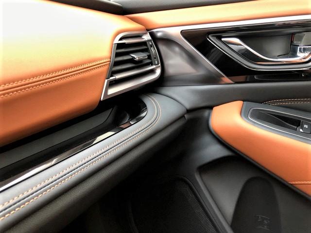 Gelungenes Zusammenspiel von grauem und beige-braunem Leder im Cockpit. © Klaus H. Frank