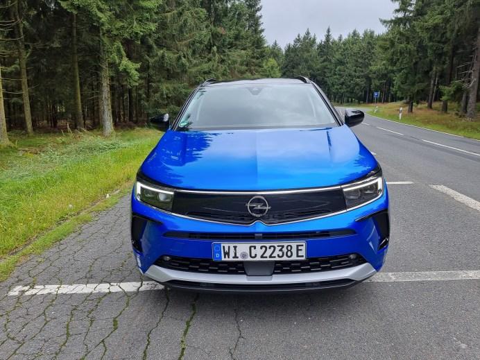 """Optisch fällt sofort die neue Front auf - der """"Frontvizor"""", den es bereits im Opel Mokka gibt, soll das neue modernere Markengesicht repräsentieren. © Mike Neumann / mid"""