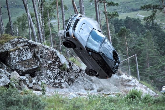 """Mit einem Trailer auf Youtube gibt Land Rover einen Vorgeschmack auf den James-Bond-Film """"Keine Zeit zu sterben"""". Foto: Autoren-Union Mobilität/Land Rover"""