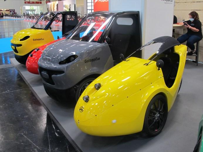 Velomobile von Alleweder gibt es mit kombiniertem Elektro- und Pedalantrieb als E-Liegerad und E-Lastenrad. © Karl Seiler