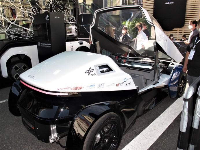 Ein spezielles Kleinfahrzeug ist die per Wasserstoff-Brennstoffzelle angetriebene Studie SLRV des DLR. © Karl Seiler