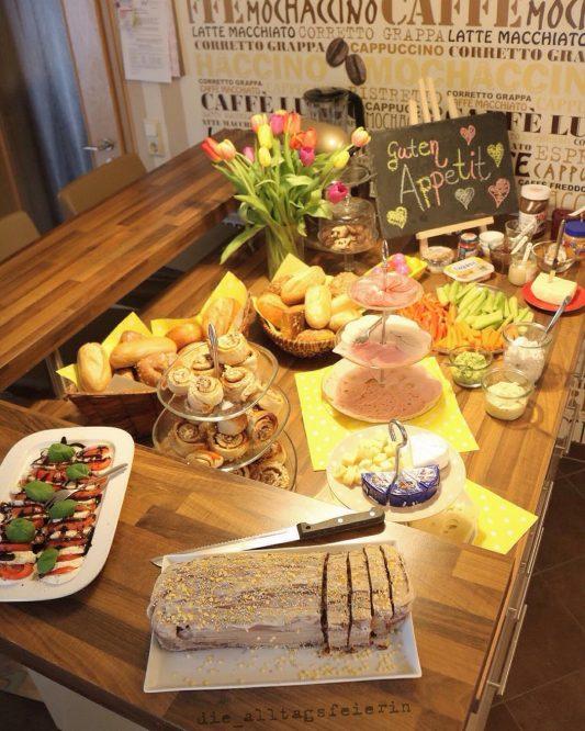 Speiseplan, Brunch, Buffet, Tomate-Mozzarella, Eierlikörkuchen, Dipps, Familienfest, Geburtstag