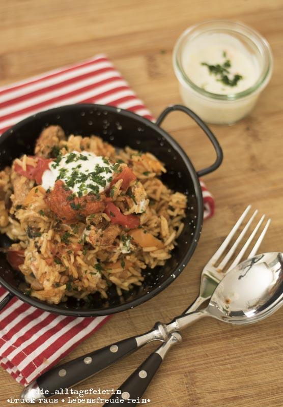 kroatisches Reisfleisch, kochen, Familienkueche, aus dem Ofen, Paprika, Rezept, Knoblauch, Knoblauchjoghurt, Wochenplan, Speiseplan, Essensplan, Essensplanung, Freebie Wochenplan, Freebie Speiseplan, Freebie