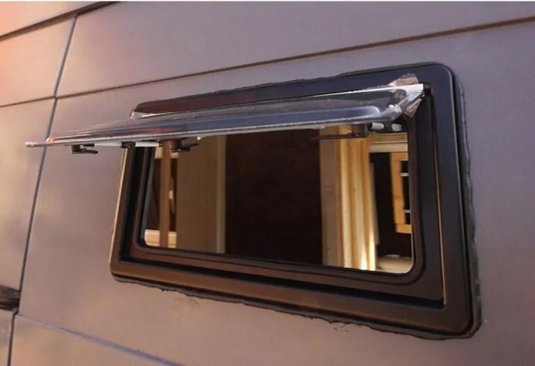 Fenster in den Camper einbauen - Aufstellfenster
