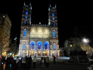 Die Notre Dame de Montreal bei Nacht