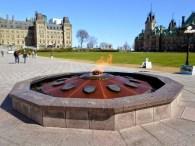 Die Centennial Flame vor dem Parlament