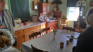 Eine Küche bei den Amishen, links die Rührmaschine wir mit Druckluft betrieben