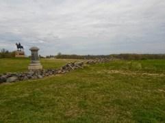 Typische Steinmauer, wie sie von den Bauern angelegt wurde um ihre Felder abzugrenzen. Die Steine sind aus den Feldern geholt worden.