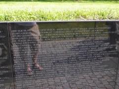 Die Namen am Vietnamdenkmal sind chronologisch sortiert