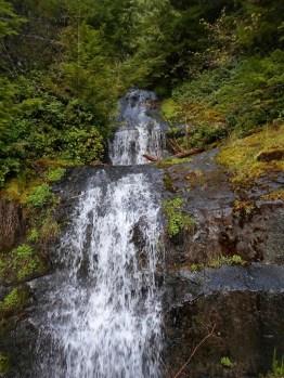 Wasserfall auf dem Weg hoch zu Mary's Peak