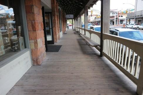 Der hölzerne Bürgersteig