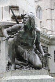 Figur unterhalb der Stadtgründerstatue