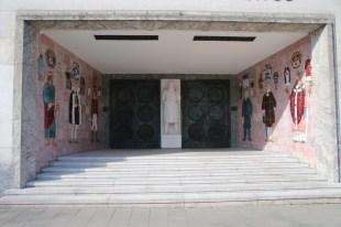Ein Relief am Eingang des Gerichtsgebäudes