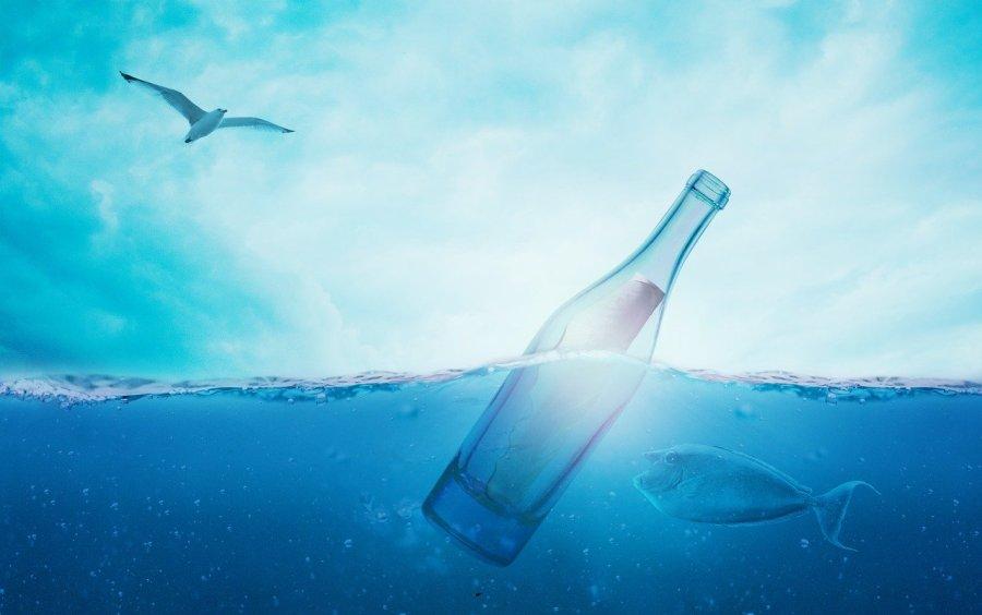 Carta em uma garrafa jogada ao mar  - Comfreak / Pixabay