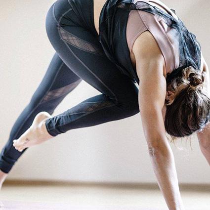 Yoga in Obertauern im Hotel Das Seekarhaus mit Olympiasiegerin Julia Dujmovits