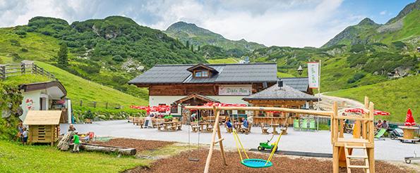 Obertauern-Hüttenwanderung: Zu Fuß in rund 30 Minuten von der Passhöhe Obertauern zu erreichen: Die Dikt´n Alm.