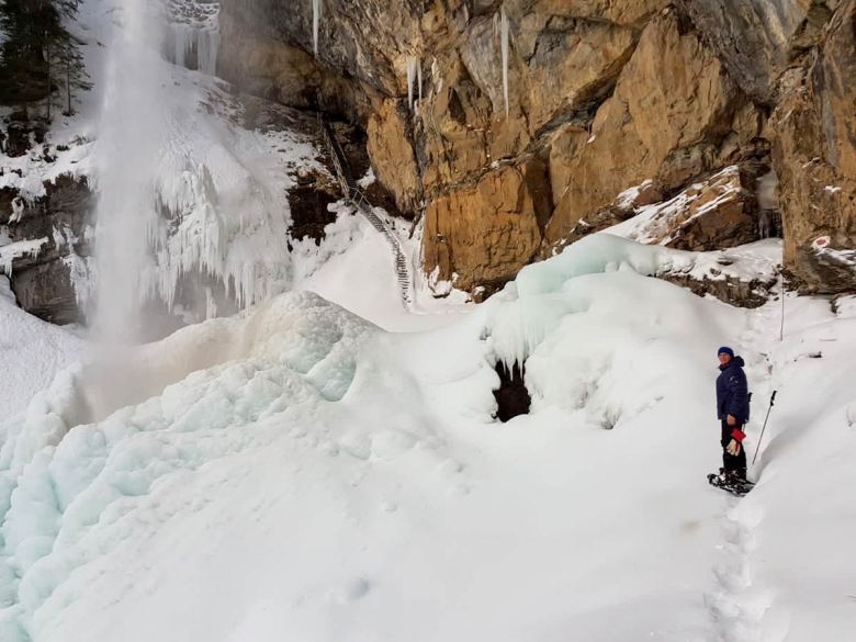 Auch im Winter einen Besuch wert: Der Johanneswasserfall. Foto: Salon Struwwelgitte