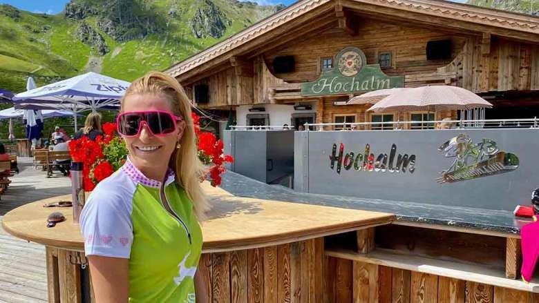 Style-Expertin Eva Köck-Eripek, Star-Coiffeur Christian Sturmayr und die ehemalige Profi-Snowboarderin Heidi Krings geben Tipps für stylische Sport-Outfits. Foto: Kitzenegger