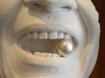 Gesichtsausschnitt, Mund mit Perle