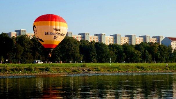 Foto von einem Ballonstart an der Elbe in Dresden.