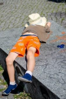 Foto von Luis, der gerade eine kleine Ruhepause in Dresden Neustadt macht.