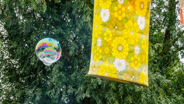 Foto einer Seifenblase auf dem Schulfrei-Festival in Klein-Leppin.