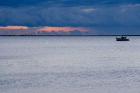 Foto vom Meer bei Dämmerung