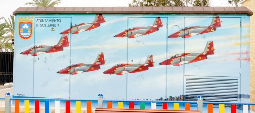 Foto von Grafitti der spanischen Kunstflugstaffel.