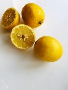 Zitronensäure als natürlicher Entkalker in der Haarseife kaufen