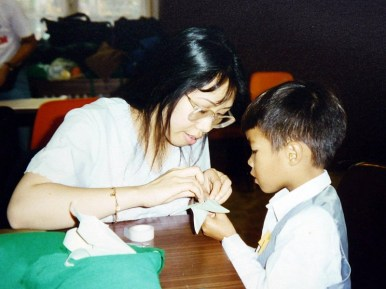 Kim Linh hướng dẫn xếp origami