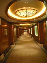 Korridor mit schöner Glaskuppel
