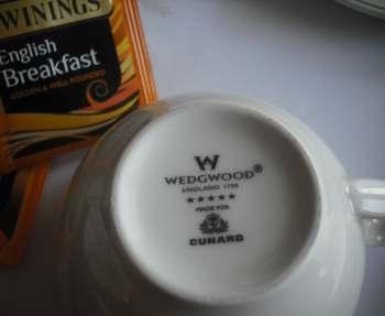Es wird aus Wedgwood Porzellan gespeist.