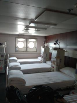 Eines der beiden Krankenzimmer für Dialysebehandlungen