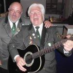 Verstehen sich: Bernd Oberschelp (l.) hat sofort zugesagt, als David Clarke ihn darum gebeten hat, das Schützenlied zu singen.