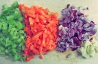 Gemüse schneiden und anbraten