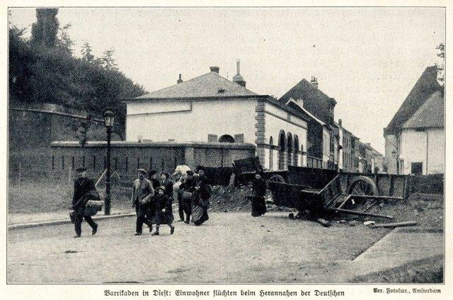 Leuvense Poort in 1914 - De Diesterse bevolking vlucht voor het oorlogsgeweld
