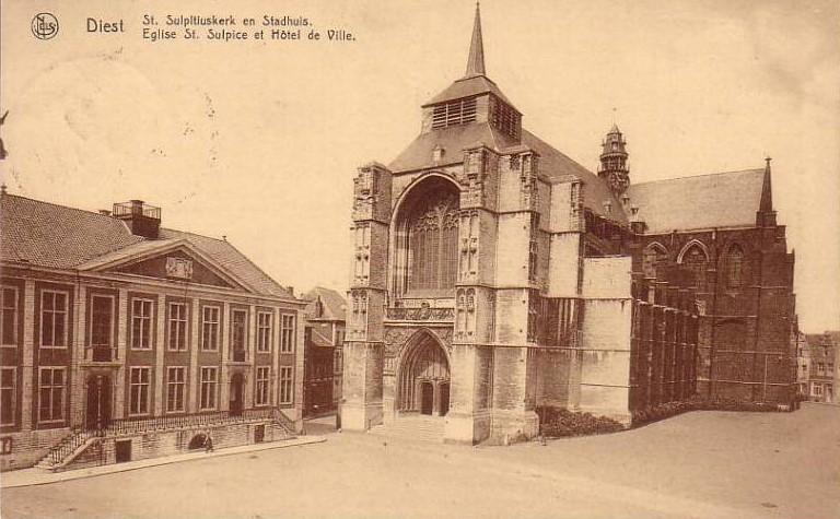 Sint Sulpitiuskerk en het Stadhuis