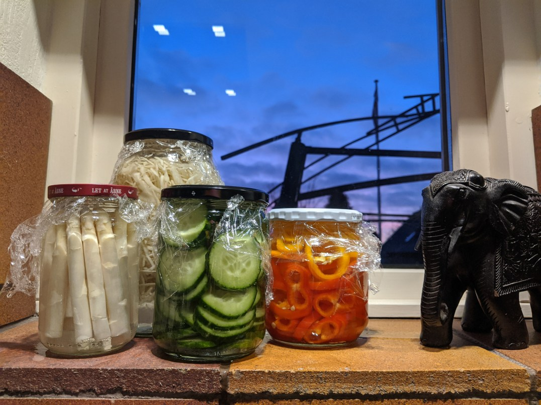 diet.dks laktofermenterede grøntsager på glas - asparges, agurk, snackpeber og hvidkål. Lækre og sunde.