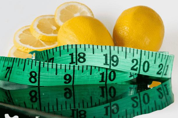 centimètre pour mesurer les centimètres perdus avec le régime jus de citron pour maigrir