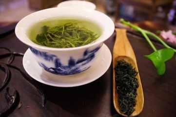 thé vert comme  coupe faim pour manger moins le soir