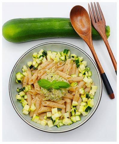 Pennes sans gluten et haché de saumon et courgette