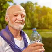 woda w diecie osób starszych