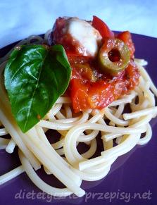 spaghetti z mozarellą