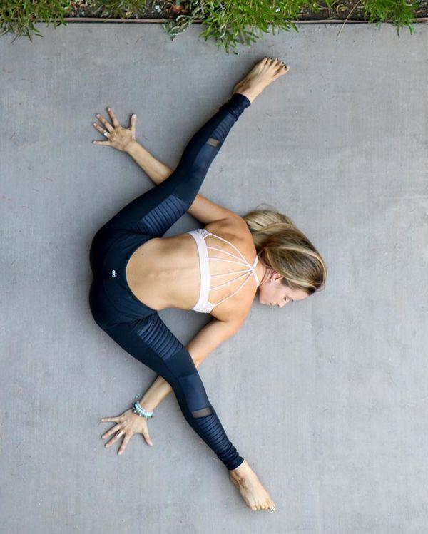 これなら体が柔らかくなる超簡単ストレッチ方法!前屈|足|腰|