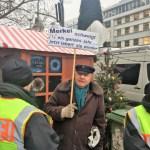 Wie in einer Diktatur: Merkels Auftritt am Breitscheidplatz mit Absperrungen, ausgesuchter Presse & Gästen (Videos)